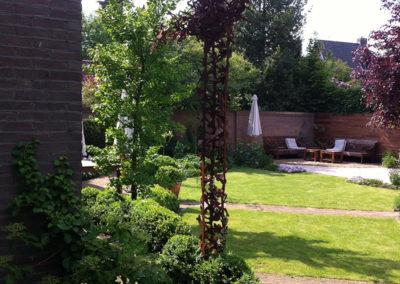Glooiende lijnen in de tuin