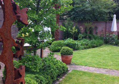ijzeren element in de tuin